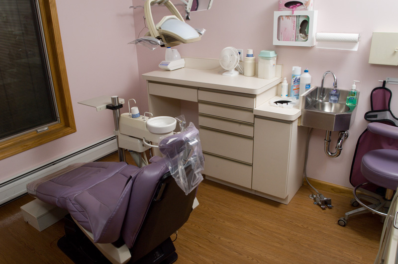 Dr. Maron's modern treatment room with the latest technology